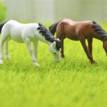 New2PCs/set Horse family pack Simulation model Animals kids toys Mini Gnomes Moss Terrariums Figurines Decoration DIY